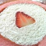 甘い苺のロールケーキ
